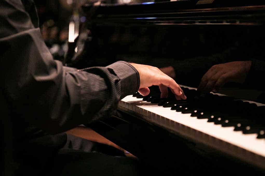 Hospital Piano Man Plays People to Tears